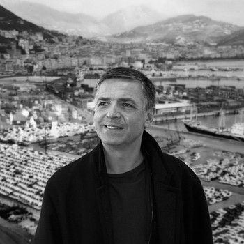 A portrait photograph of Andreas Gursky