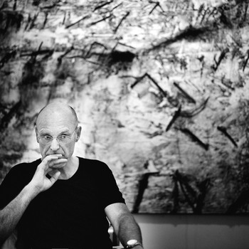 A portrait photograph of Anselm Kiefer