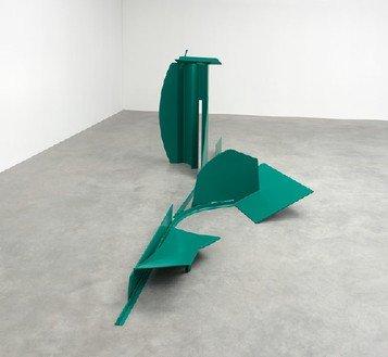 Anthony Caro, Larry's Land, 1970 Steel painted green, 67 × 236 × 120 inches (170 × 600 × 305 cm)© Barford Sculptures Ltd, photo by Mike Bruce