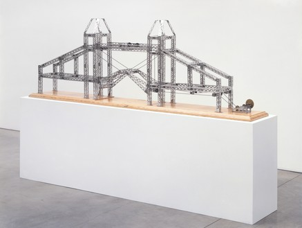 Chris Burden, Tower of London Bridge, 2003 Stainless steel reproduction Mysto Type I Erector parts, gearbox, and wood base, 28 ¼ × 80 ¼ × 8 ½ (71.8 × 203.8 × 21.6 cm), edition of 6 + 3 AP© 2018 Chris Burden/Licensed by the Chris Burden Estate and Artists Rights Society (ARS), New York