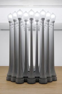 Chris Burden, Buddha's Fingers, 2014–15 32 antique cast-iron streelamps, 142 × 108 × 108 inches (360.6 × 274.3 × 274.3 cm), installed at Gagosian, 980 Madison Avenue, New York, January 19–March 12, 2016© 2018 Chris Burden/Licensed by the Chris Burden Estate and Artists Rights Society (ARS), New York. Photo: Rob McKeever