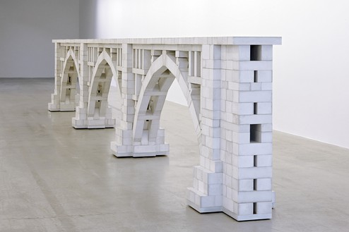 Chris Burden, Three Arch Dry Stack Bridge, 1/4 Scale, 2013 974 hand-cast concrete blocks and wood, 46 × 332 ½ × 21 inches (116.8 × 844.6 × 53.3 cm)© 2018 Chris Burden/Licensed by the Chris Burden Estate and Artists Rights Society (ARS), New York. Photo: Thomas Lannes