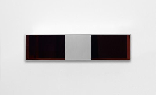 Donald Judd, untitled, 1991 Clear anodized aluminum with transparent amber over black acrylic sheets, 9 ⅞ × 39 ⅜ × 9 ⅞ inches (25 × 100 × 25 cm)© 2021 Judd Foundation/Artists Rights Society (ARS), New York