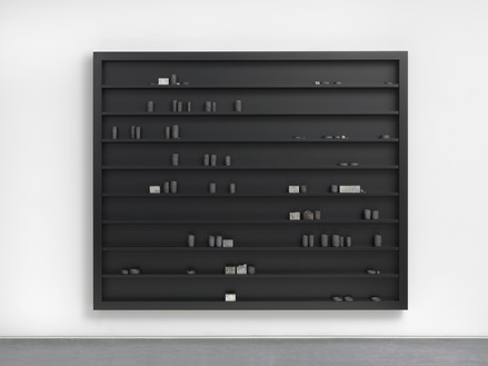 Edmund de Waal, during the night, 2016 55 porcelain vessels, porcelain shards, tin boxes, lead shot, lead, and Cor-Ten steel elements in plexiglass and aluminum vitrine, 84 ¼ × 102 ⅜ × 5 ½ inches (214 × 260 × 14 cm)© Edmund de Waal