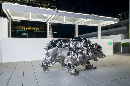 Frank Gehry, Bear with Us, 2014 316L stainless steel, 45 ½ × 84 ¾ × 43 ¾ inches (115.6 × 215.3 × 111.1 cm), edition of 4Photo by Josh White