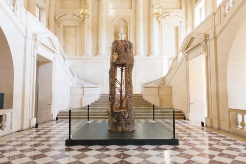 Giuseppe Penone, Albero Porta – Cedro (Door Tree – Cedar), 2012 Cedar, 124 ⅜ × 41 ⅜ × 41 ⅜ inches (316 × 105 × 105 cm)© Archivio Penone. Photo: Ruggero Penone