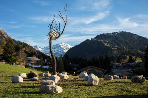 Giuseppe Penone, Idee di pietra – Olmo (Ideas of Stone – Elm Tree), 2008 Bronze and stone, 342 ½ × 106 ⅜ × 67 inches (8.7 × 2.7 × 1.7 m), installed in Gstaad, Switzerland, December 13, 2017–March 30, 2018© Archivio Penone. Photo: Marcus Veith