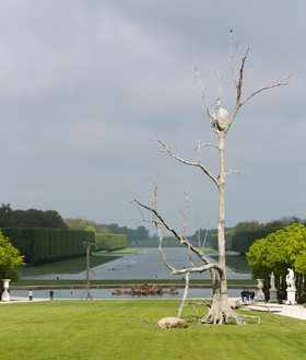 Giuseppe Penone Triplice (Triple), 2011 Bronze and river stones, 29 feet 6 ⅜ inches × 22 feet 11 ⅝ inches × 13 feet 1 ½ inches (9 × 7 × 4 m), installed at Château de Versailles, France, June 11–October 30, 2013© Archivio Penone. Photo: Tadzio