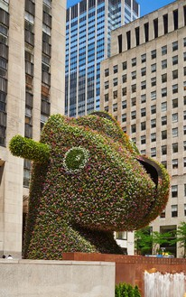 Jeff Koons Split-Rocker, 2000 Stainless steel, geotextile fabric, internal irrigation system, live flowering plants 446 7/8 × 483 1/8 × 427 5/8 inches (1,135.1 × 1,227.1 × 1,086.2 cm) Installation at Rockefeller Center®, New York © Jeff Koons, photo by Tom Powel