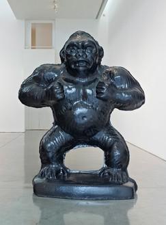 Jeff Koons, Gorilla, 2006–12 Black granite, 96 × 76 × 36 inches (243.8 × 193 × 91.4 cm), edition of 3 + 1 AP© Jeff Koons, photo by Douglas M. Parker Studio