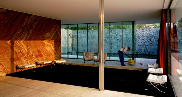 Jeff Wall, Morning Cleaning, Mies van der Rohe Foundation, Barcelona, 1999 Transparency in lightbox, 73 ⅝ × 138 ¼ inches (187 × 351 cm)© Jeff Wall