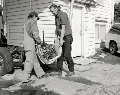 Jeff Wall, Men move an engine block, 2008 Gelatin silver print, 54 ½ × 69 ½ inches (138.5 × 176.5 cm)© Jeff Wall