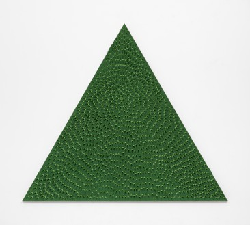 Jennifer Guidi, The Priestess (Green and Light Green MT, Green Sand SF #1T, Green Ground), 2018 Sand, acrylic, and oil on linen, 66 × 76 inches (167.6 × 193 cm)© Jennifer Guidi