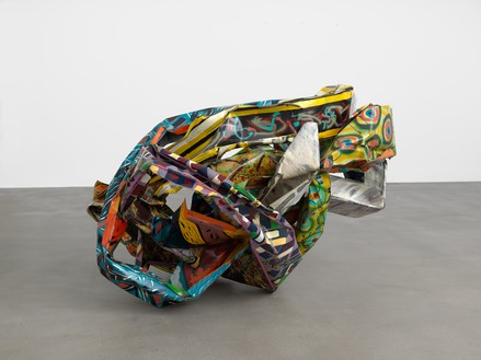 John Chamberlain, Anteambulo Quincunx, 1992 Painted steel, 48 ⅜ × 77 × 59 inches (122.9 × 195.6 × 149.9 cm)© 2018 Fairweather & Fairweather LTD/Artists Rights Society (ARS), New York