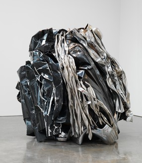 John Chamberlain, WITCHESOASIS, 2011 Painted and chrome-plated steel, 84 ½ × 89 × 75 inches (214.6 × 226.1 × 190.5 cm)© 2018 Fairweather & Fairweather LTD/Artists Rights Society (ARS), New York