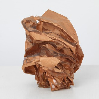 John Chamberlain, Untitled, 1969 Brown resin on brown paper, 5 × 5 × 5 inches (12.7 × 12.7 × 12.7 cm)© 2018 Fairweather & Fairweather LTD/Artists Rights Society (ARS), New York