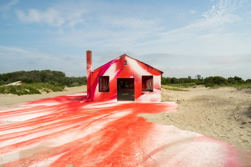 Katharina Grosse, Rockaway!, 2016 Acrylic on wall, floor, and various objects, 19 feet 8 ¼ inches × 49 feet 2 ⅝ inches × 114 feet 10 inches (6 × 15 × 35 cm), Gateway National Recreation Area at Fort Tilden, New York, July 3, 2016–September 15, 2017© Katharina Grosse and VG Bild-Kunst Bonn, 2018