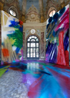 Katharina Grosse, Un altro uomo che ha fatto sgocciolare il sui pennello, 2008 Acrylic on wall and floor, polyester resin, soil, canvas, and various objects, 26 feet 3 inches × 36 feet 1 ⅛ inches × 36 feet 1 ⅛ inches (8 × 11 × 11 m), Galleria Civica di Modena, Italy, September 19, 2008–January 6, 2009© Katharina Grosse and VG Bild-Kunst, Bonn, 2018. Photo: Paolo Terzi