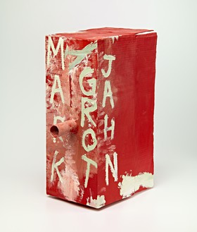 Mark Grotjahn, Untitled (Ten Dollar Foxes, White on Red Mask M14.d), 2012 Painted bronze, 23 ½ × 10 × 17 inches (59.7 × 25.4 × 43.2 cm), unique variant© Mark Grotjahn