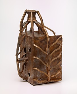 Mark Grotjahn, Untitled (Top Gates Mask M22.h), 2012 Bronze with wax seal, 28 ½ × 17 ⅜ × 18 inches (72.4 × 44.1 × 45.7 cm), unique variant© Mark Grotjahn