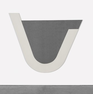Michael Heizer, U Painting, 1975 Polyvinyl latex and aluminum powder on canvas, 96 × 117 inches (243.8 × 297.2 cm)© Michael Heizer