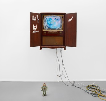 Nam June Paik, Untitled [Console RCA Victor Deluxe], 1996 Single-channel video (color, silent) in a vintage television cabinet with acrylic and toy robot, dimensions variable© Nam June Paik Estate