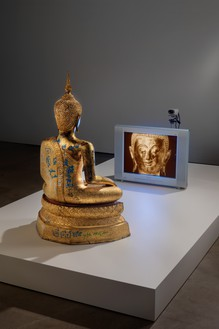 Nam June Paik, Golden Buddha, 2005 Closed-circuit video (color) with television and bronze Buddha with permanent oil marker additions, overall: 46 ½ × 31 ¾ × 106 inches (118.1 × 80.6 × 296.2 cm)© Nam June Paik Estate
