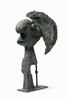 Pablo Picasso, Tête casquée, 1933 Bronze with brown-black patina, 47 ⅝ × 27 ¼ × 12 ⅝ inches (121 × 69 × 32 cm)© 2018 Estate of Pablo Picasso/Artist Rights Society (ARS), New York