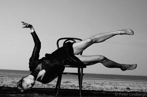 Peter Lindbergh, KRISTEN MCMENAMY, LE TOUQUET, FRANCE, 2009, 2009 Hahnemuhle Photo Rag® Baryta 315 grs, 66 ⅛ × 95 11/16 inches framed (168 × 243 cm), edition of 1© Peter Lindbergh