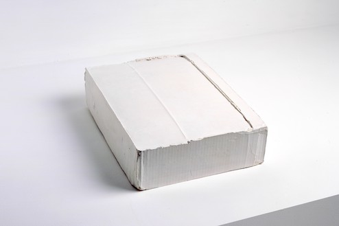 Rachel Whiteread, FOLDED, 2004 Plaster, 4 × 11 ½ × 15 ¼ inches (10.3 × 29 × 39 cm)© Rachel Whiteread
