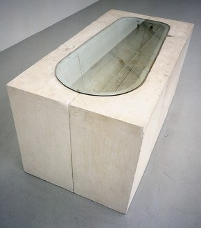 Rachel Whiteread, Untitled (Bath), 1990 Plaster and glass, 40 ⅝ × 82 ½ × 41 ½ inches (103 × 209.5 × 105.5 cm)© Rachel Whiteread
