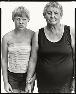 Richard Avedon, Vivian Richardson and her granddaughter, Heidi Zacher, Deadwood, South Dakota, August 6, 1982, 1982 © The Richard Avedon Foundation