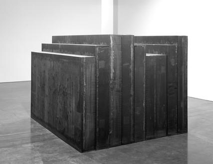 Richard Serra, Elevational Mass, 2006 Hot-rolled steel, 60 × 84 × 72 inches (152.4 × 213.4 × 182.9 cm)© 2018 Richard Serra/Artists Rights Society (ARS), New York. Photo: Peppe Avallone