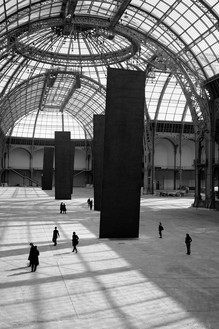 Richard Serra, Promenade, 2008 Weatherproof steel, 5 plates, each: 55 feet 9 ¼ inches × 13 feet 1 ½ inches × 5 inches (17 m × 4 m × 13 cm), installed at Monumenta 2008, Grand Palais, Paris, May 7–June 15, 2008© 2018 Richard Serra/Artists Rights Society (ARS), New York. Photo: Lorenz Kienzle
