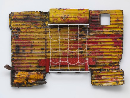 Robert Rauschenberg, Rasputin's Revenge Early Winter (Glut), 1987 Assembled metal parts with plastic coated chain, 62 × 97 ¾ × 13 ¼ inches (157.5 × 248.3 × 33.7 cm)© The Robert Rauschenberg Foundation 2014/Licensed by VAGA, New York, photo by Rob McKeever
