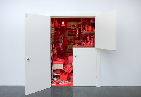 Robert Therrien, Red Room, 2000–07 888 red objects, housed in a closet with Dutch doors, 96 × 80 × 112 inches (244 × 203 × 258 cm), Tate and National Galleries of Scotland© Robert Therrien/Artists Rights Society (ARS), New York