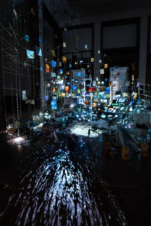 Sarah Sze, Centrifuge, 2017 Mixed media, including mirrors, wood, bamboo, stainless steel, archival pigment prints, video projectors, ceramic, acrylic paint, and salt, overall dimensions variableInstallation view, Haus der Kunst, Munich, 2017–28© Sarah Sze
