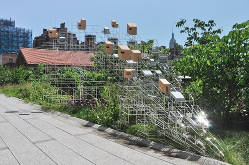Sarah Sze, Still Life with Landscape (Model for a Habitat), 2011 Stainless steel and wood, 9 × 22 × 21 feet (2.7 × 6.7 × 6.4 m)Installation view, High Line, New York, 2011–12© Sarah Sze