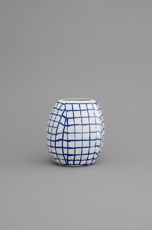 Shio Kusaka, (grid 103), 2014 Porcelain, 8 ¾ × 8 × 8 inches (22.2 × 20.3 × 20.3 cm)© Shio Kusaka, photo by Brian Forrest