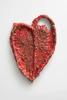 Sterling Ruby, HEART (6709), 2018 Ceramic, 20 ½ × 14 × 2 inches (52.1 × 35.6 × 5.1 cm)© Sterling Ruby