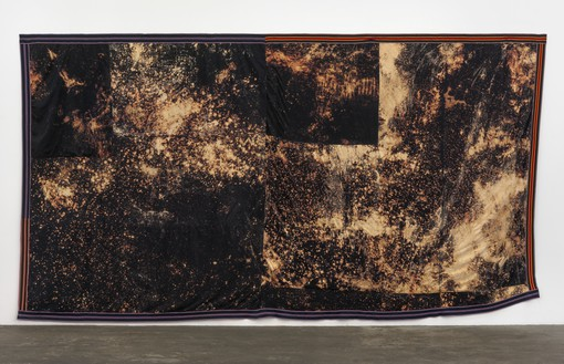 Sterling Ruby, DEEP FLAG (5532), 2015 Bleached fleece and elastic, 174 ½ × 316 inches (443.2 × 802.6 cm)© Sterling Ruby
