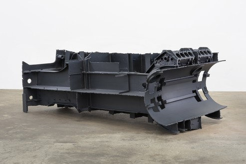 Sterling Ruby, DRAG (BANKER), 2015 Steel, engine blocks, and paint, 51 ½ × 145 × 74 ¼ inches (130.8 × 368.3 × 188.6 cm)© Sterling Ruby
