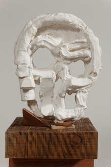 Thomas Houseago Algol Head, 2015 Tuf-Cal, hemp, iron rebar, and redwood 77 × 20 × 19 1/2 inches (195.6 × 50.8 × 49.5 cm) Plaster original, edition of 3 + 2 APs, photo by Fredrik Nilsen