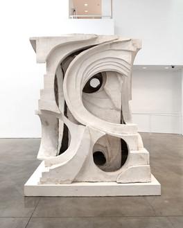 Thomas Houseago, Untitled (abstract I), 2015 Tuf-Cal, hemp, and iron rebar, 103 × 78 ½ × 86 inches (261.6 × 199.4 × 218.4 cm)© Thomas Houseago, photo by Fredrik Nilson