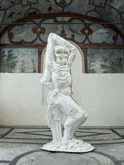 Thomas Houseago, Standing Figure (Roman Figure I), 2013 Tuf-Cal, hemp, and iron rebar, 141 × 63 × 52 inches (358.1 × 160 × 132.1 cm)Installation view, Thomas Houseago: Striding Figure/Standing Figure, Galleria Borghese, Rome, May 15–July 7, 2013© Thomas Houseago