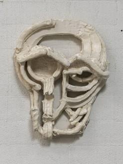 Thomas Houseago, Roman Masks III, 2013 Tuf-Cal, hemp, iron rebar, 25 ½ × 22 1/16 × 6 11/16 inches (64.8 × 56 × 17 cm)© Thomas Houseago