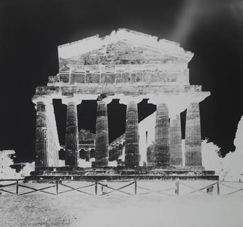 Vera Lutter Temple of Athena, Paestum, XIII: October 13, 2015, 2015 Gelatin silver print 52 3/4 × 58 3/4 inches (134 × 149.2 cm) Unique © Vera Lutter