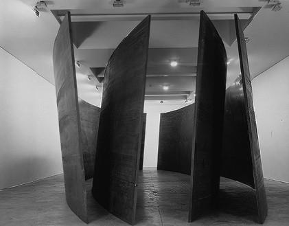 Richard Serra, Intersection II, 1992 (view 1) Cor-Ten steel, 4 plates: 157 ½ × 669 ¼ × 2 inches each (400 × 1700 × 5 cm)© Richard Serra