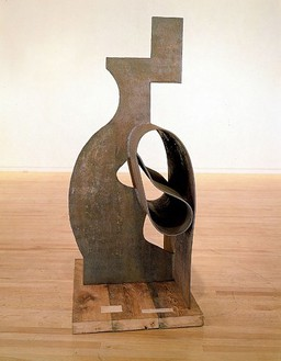 David Smith, Voltri VIII, 1962 Steel, 79 ¼ × 52 ½ × 33 2/3 inches (201.3 × 133.4 × 85.5 cm)© The Estate of David Smith