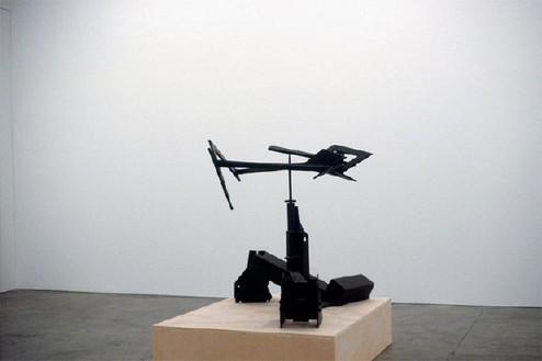 Mark Di Suvero, Apache, 1976 Steel, 53 × 62 × 53 inches (134.6 × 157.5 × 134.6 cm)